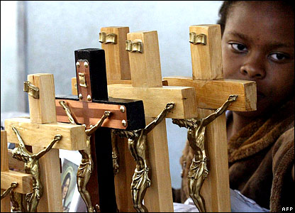 Kenyan hawker sells crucifixes