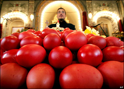 Armenian priest consecrates red eggs in Bulgaria