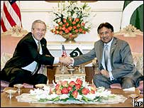 US President George W Bush with Pakistan's Gen Musharraf in Islamabad