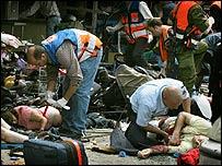Paramedics tend to victims of Tel Aviv blast