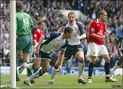 Jermaine Jenas scores for Spurs in the 53rd minute