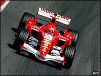 Schumacher conduciendo para Ferrari.