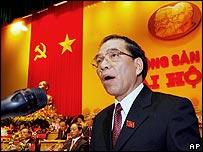 Communist Party Secretary Nong Duc Manh addresses the congress