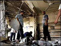 Iraqis clear up debris after Baghdad bomb attack