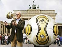 "German soccer legend Franz Beckenbauer unveils World Cup 2006 ""golden ball"""