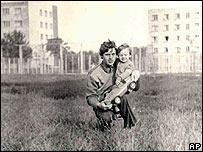 Volodymyr Shashenok y su hijo