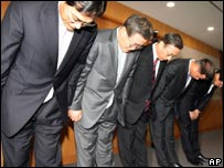 Hyundai bosses bow their heads in apology