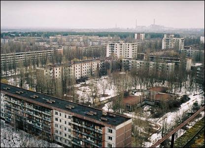 ...Чернобыльской АЭС раздались последовательно два взрыва