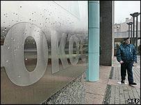 Security guard outside Yukos headquarters