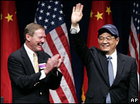 Chinese President Hu Jintao with Boeing CEO Alan Mulally