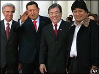 Presidentes de Uruguay, Tabar� V�zquez;  Venezuela, Hugo Ch�vez; Paraguay,  Nicanor Duarte y Bolivia, Evo Morales