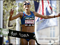 Paula Radcliffe crosses the London marathon 2005 finishing line
