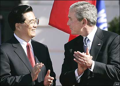 President Hu Jintao and President George W Bush applaud at the welcoming ceremony