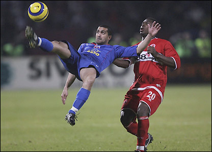 An acrobatic Petre Marin holds off Yakubu