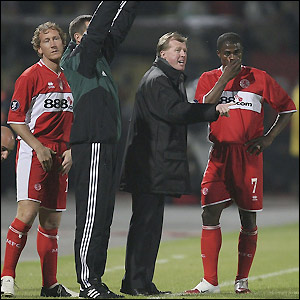 Steve McClaren has some words of advice for George Boateng as he introduces Massimo Maccarone and Ray Parlour