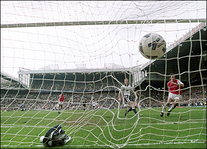 Robert Pires scores the winner for Arsenal at Old Trafford