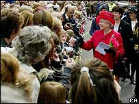 Crowds in Windsor with the Queen