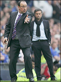 Liverpool manager Rafael Benitez (left) urges his team on as Chelsea counterpart Jose Mourinho looks on