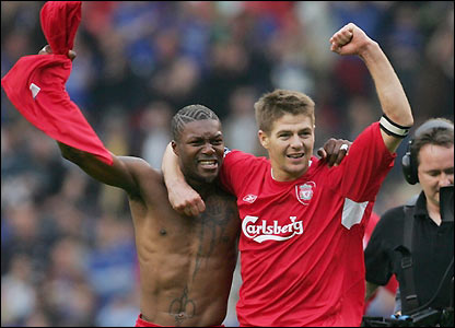 Djibril Cisse and Steven Gerrard celebrate
