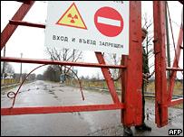 Знак 'въезд запрещен' около одной из зараженных территорий