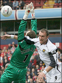 Boro keeper Mark Schwarzer and West Ham striker Dean Ashton jostle for the ball