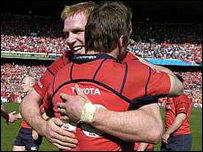 Paul O'Connell embraces team-mate Tomas O'Leary after the match