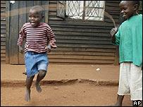 Niños en un orfelinato en Zimbabue.