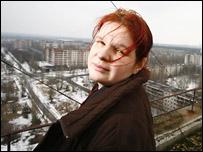 Ксения Хахонина на крыше припятской шестнадцатиэтажки