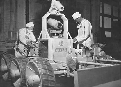 Специалисты готовят робототехнику для сбора радиодиоактивных обломков после взрыва на четвертом блоке ЧАЭС