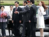 China's President Hu is greeted by Morocco's King Mohammed VI