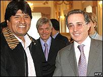Presidentes Hugo Ch�vez y �lvaro Uribe.