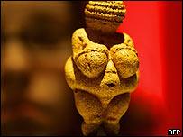 """""""Venus de Willendorf"""", imagen de la fertilidad y la sexualidad. 25.000años AC."""