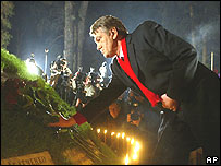 Ukraine President Viktor Yushchenko lays flowers at a memorial to the victims of Chernobyl