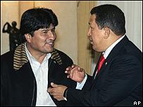 Evo Morales, presidente de Bolivia, y Hugo Ch�vez, presidente de Venezuela