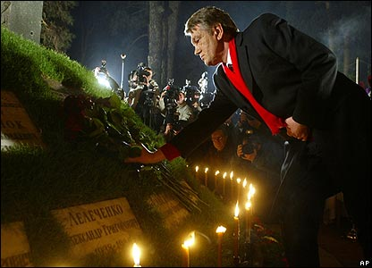 President Viktor Yushchenko lays flowers at the church dedicated to Chernobyl victims in Kiev