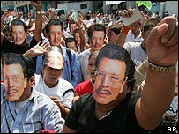Supporters of former Philippines President Joseph Estrada