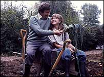 Richard Briers and Felicity Kendal as Tom and Barbara in The Good Life