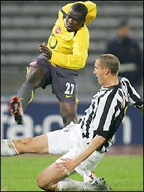 Arsenal's Emmanuel Eboue (left) reaches the ball before Juventus' Giorgio Chiellini