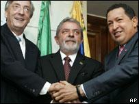 Los presidentes N�stor Kirchner, de Argentina;   Luiz Inacio Lula da Silva, de Brasil y  Hugo Ch�vez, de Venezuela