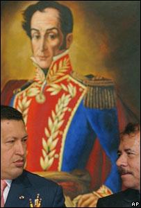El presidente de Venezuela, Hugo Chávez y el ex presidente de Nicaragua, Daniel Ortega