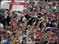 The Old Trafford crowd helped generate a superb atmosphere on the final day in 2005