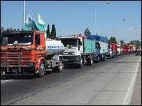 Caravana de camiones