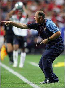 Scolari coaches Portugal against England at Euro 2004