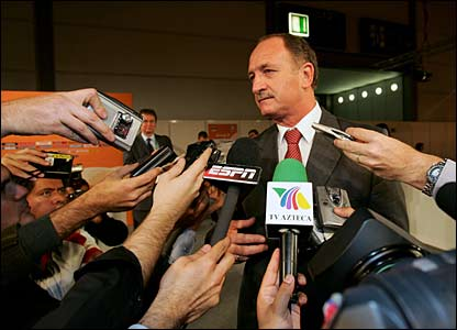 Scolari responds to media questions