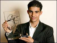Moroccan Mbark Boussoufa with the Ebony Boot award
