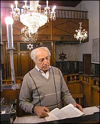 Sami Cohen in the synagogue