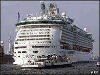 Freedom of the Seas leaving Hamburg