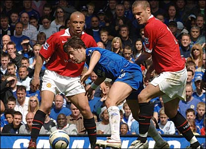 Joe Cole dances through the Man Utd defence