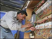 Iraqi electrician working in Baghdad
