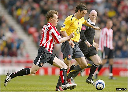 Sunderland's Dean Whitehead prepares to tackle Robert Pires